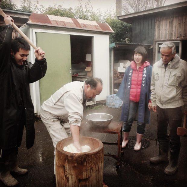 夜久野町の直見地区、居母山クラブのお餅つきに参加させていただ来ました。