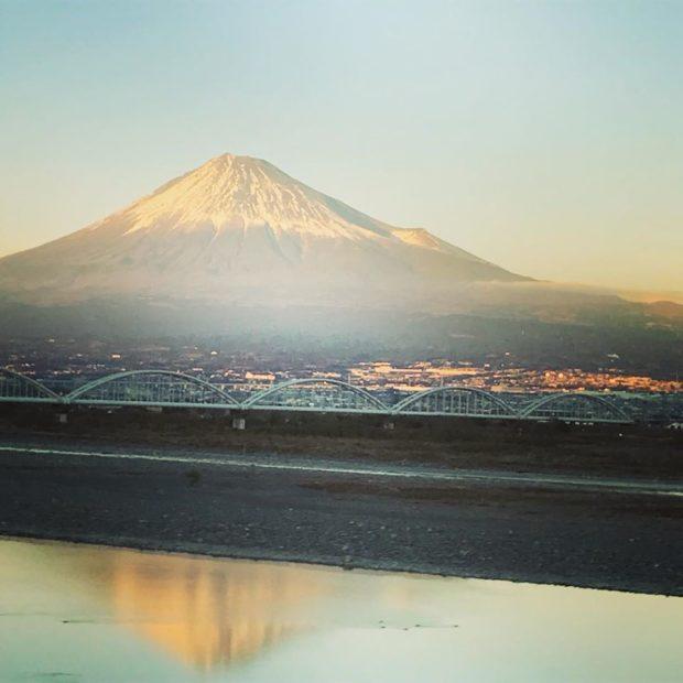 富士山、川に映るのが撮れました。