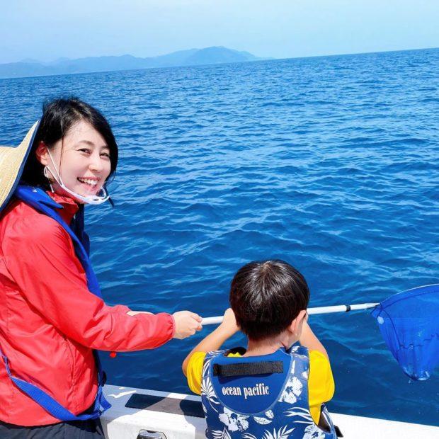 【動画有】京都釣舟業協同組合さんのマダイ稚魚放流に参加いたしました。