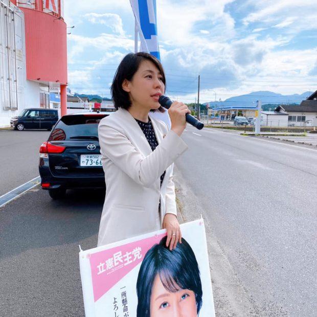 街頭演説は峰山町のマインにて。